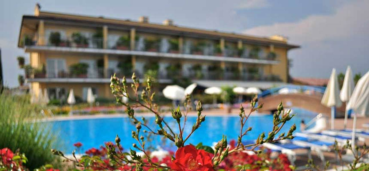 Hotel lago di garda vacanze di comfort nel campeggio con - Studio casa peschiera del garda ...